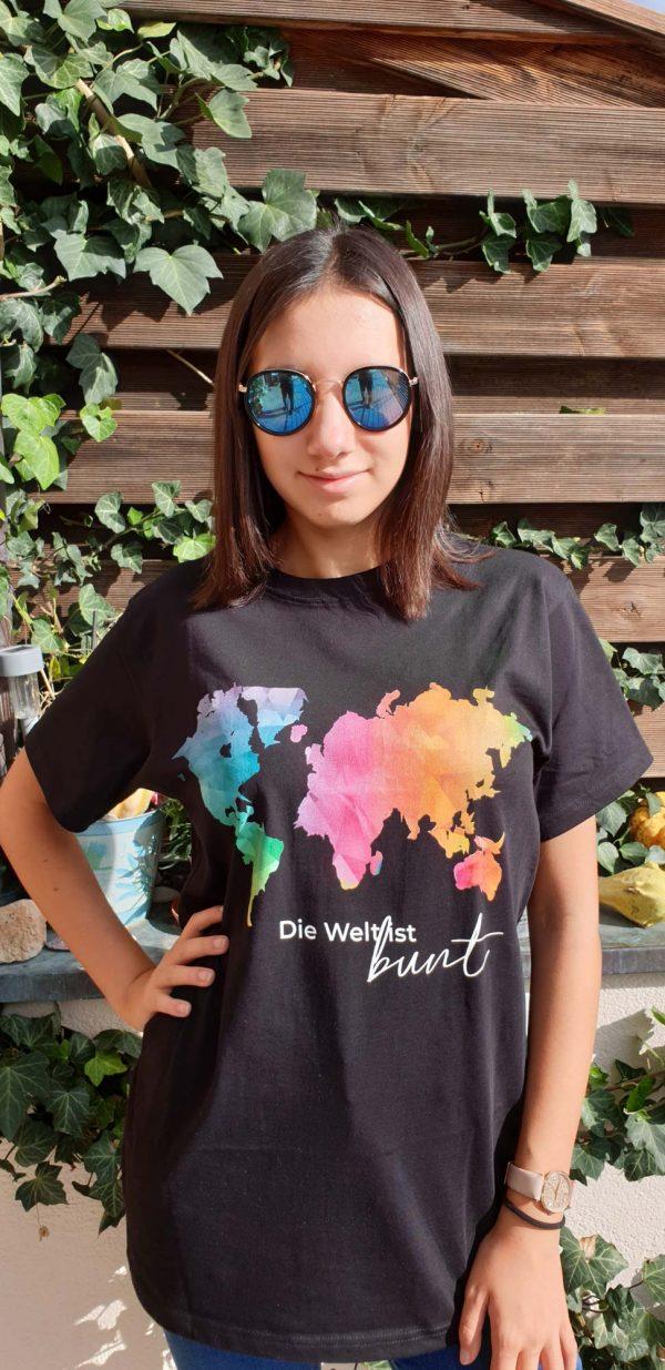 t-shirt-die-welt-ist-bunt-model